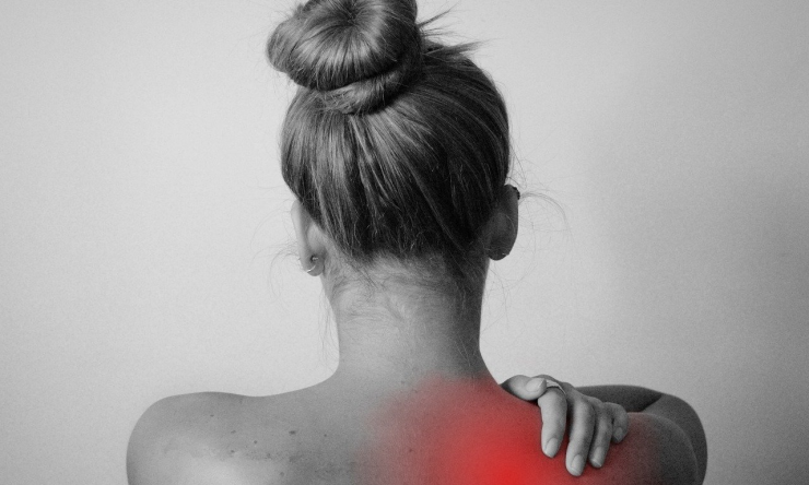 back-pain-woman